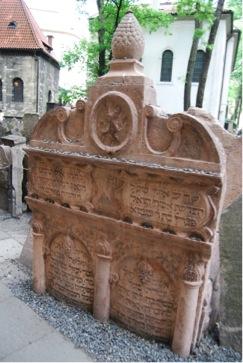 Blick auf das Grab von dem Rabbiner Avigdor Kara